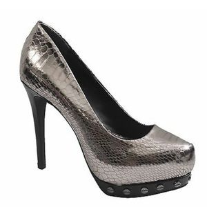 Simply Vera Vera Wang Pewter Snakeskin Heels